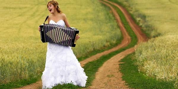 невеста с гармонью