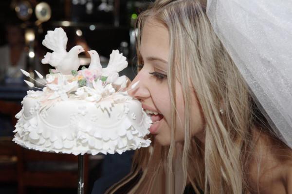 невеста и торт