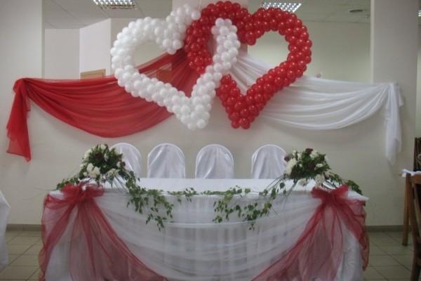 Украшаем свадебный зал шариками