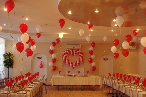 Украшаем свадебный зал шарами