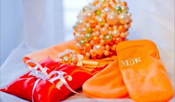 оранжевое украшение