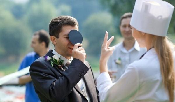 Оригинальный выкуп невесты в медицинском стиле