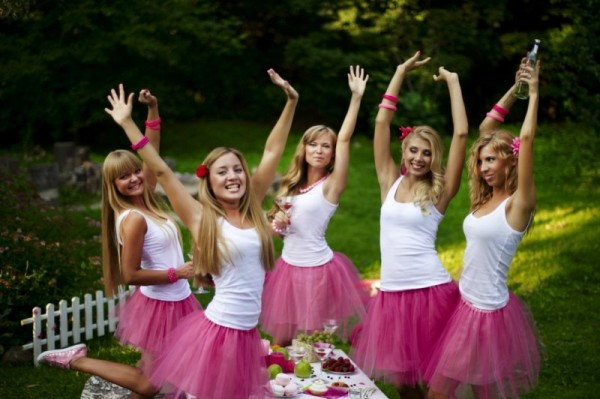 девушки в розовом