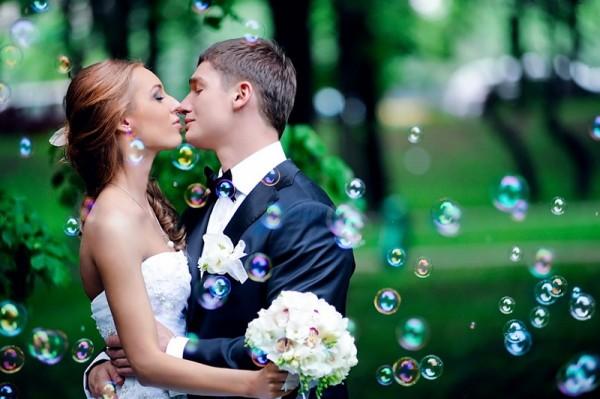 свадьбный поцелуй