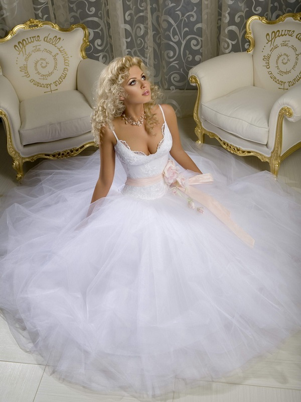 Самые откровенные свадебные платья