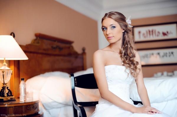 невеста в спальне