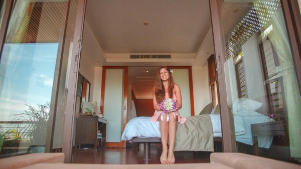 девушка в отеле