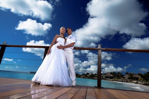 жених и невеста на море