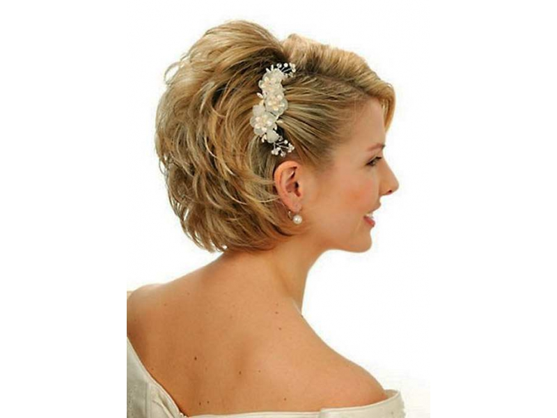 Прическа на короткие волосы с челкой фото своими руками
