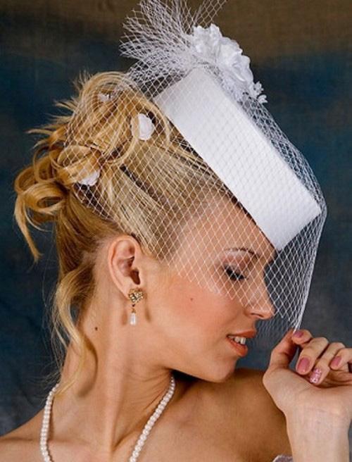 прическа с шляпкой