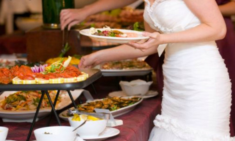 Шведский стол на свадьбу у невесты