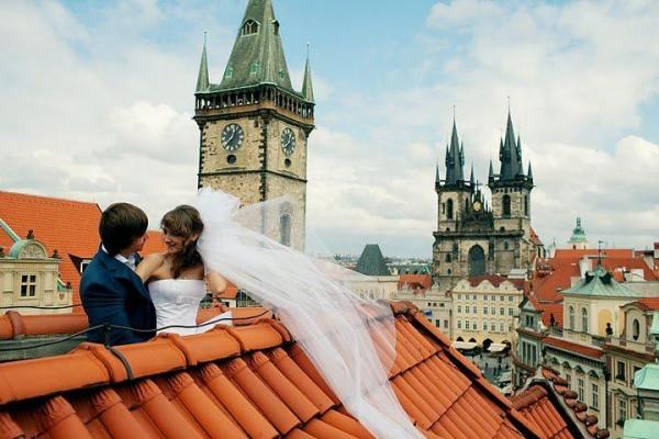 молодожены на крыше
