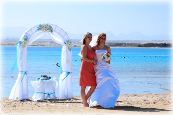 невеста со свидетельницей
