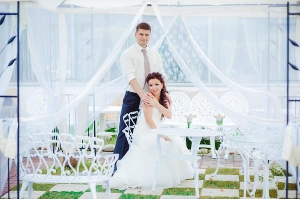 жених и невеста на банкете