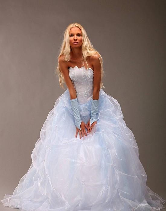 Платья с голубым оттенком
