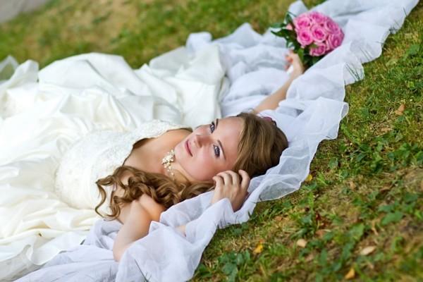 невеста лежит