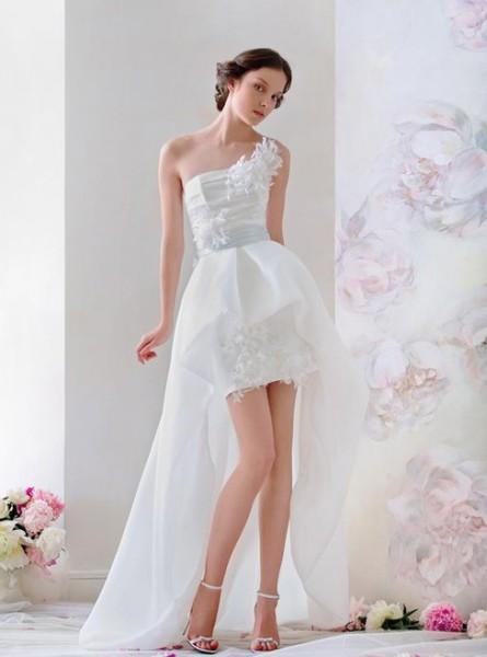 свадебный наряд со шлейфом