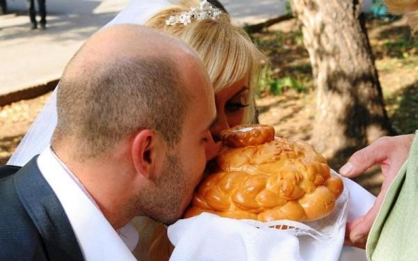 каравай на свадьбе