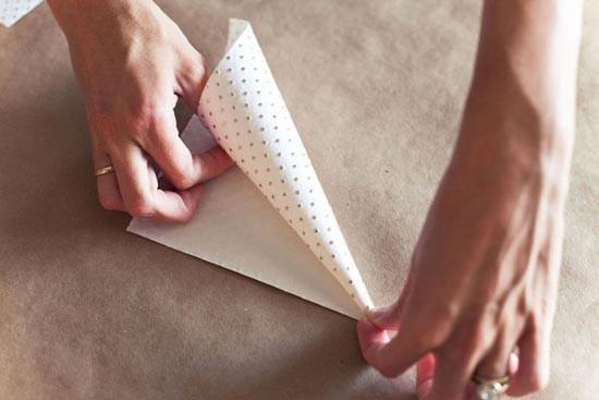 сворачивание бумаги в кулек