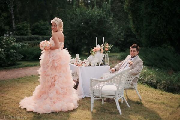 невеста в персиковом платье