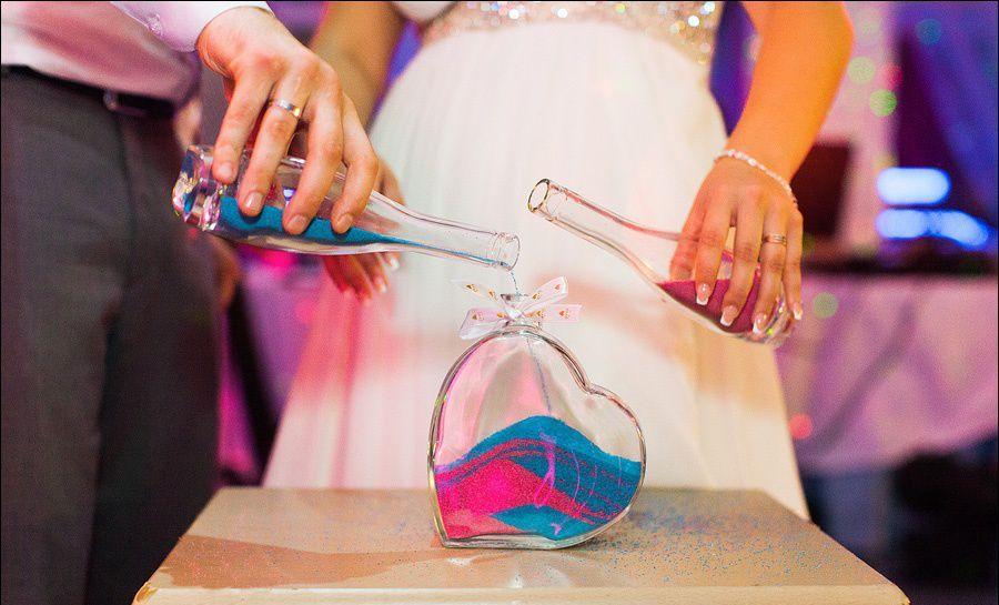 Поздравление с цветным песком на юбилее женщины