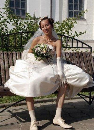жених сидит под невестой
