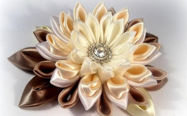 Большие цветы из ткани